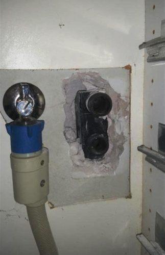 A szakszerűtlenül beépített mosógép szifon. Sajnos ki kellett bontani, hogy a lefolyóvezeték tisztítható legyen.
